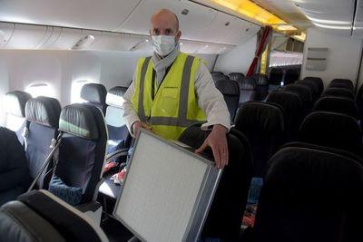 Europa no exige asientos libres en aviones, sólo pide que se use mascarilla