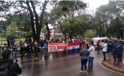 Marchan desde Franco para exigir asistencia de la Gobernación