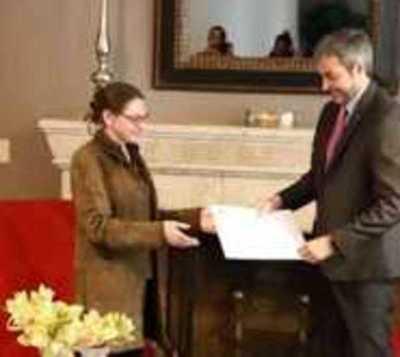 Embajadora de Francia destaca disciplina de paraguayos ante covid-19