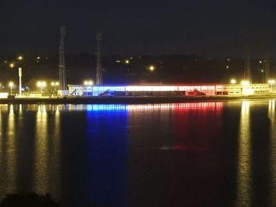 Nuevo estadio de Encarnación luce lumínica con colores patrios