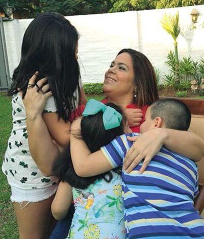 """Mazzoleni pide """"postergar abrazos"""" para cuidar a las madres"""