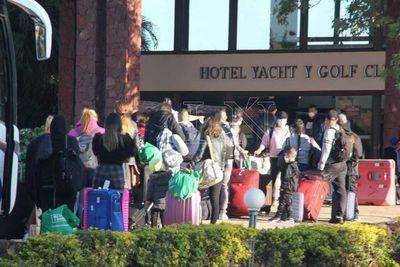 Futbolistas que llegaron de Argentina y Colombia ya están en el hotel, no así sus mascotas