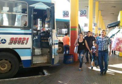 Reanudarán servicios de transporte de pasajeros con restricciones