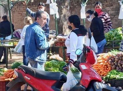 Mal ejemplo: Director médico de Amambay fue de compras sin tapabocas feria
