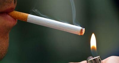 Fumar o vapear aumenta riesgo de contraer forma grave de COVID-19