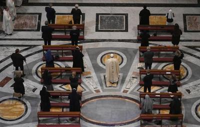 Vaticano vuelve a realizar misa con fieles luego de dos meses