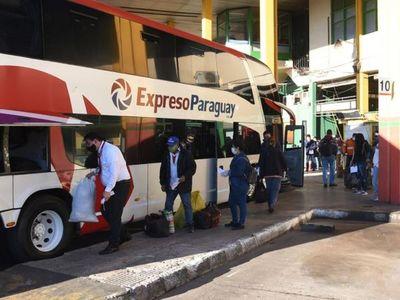 Bajo estricto control, unos 7.000  abordaron buses en la  Terminal
