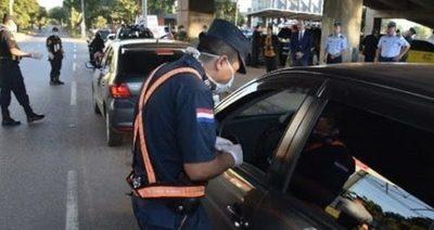 Autorizan la circulación de hasta 4 personas por vehículo