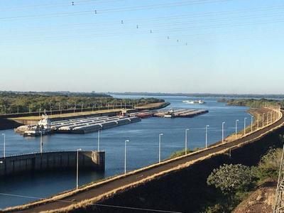 Tras más de dos meses, 152 barcazas varadas retoman navegación por el río Paraná