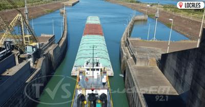 Barcazas comienzan a navegar en zona de la esclusa de hidroeléctrica Yacyretá