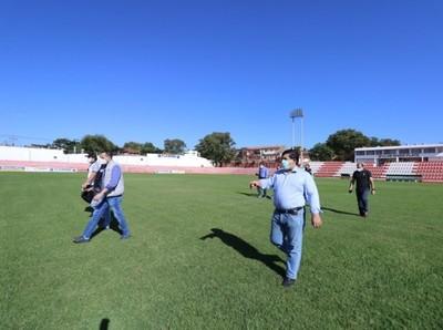 APF inspecciona canchas de tres clubes de Primera División