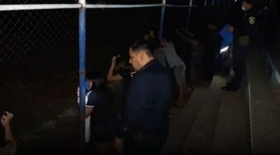 Detienen a 7 personas por violar cuarentena sanitaria e ingerir bebidas alcohólicas en un club