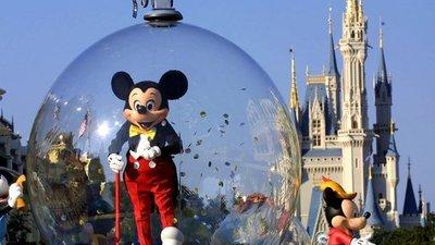 """Disney reabrirá uno de sus complejos esta semana pero anunció que los clientes """"asumen los riesgos"""" de contraer coronavirus"""