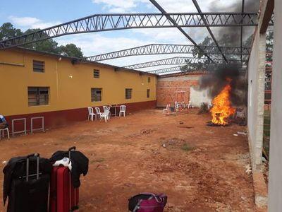 Albergados queman colchones tras 20 nuevos positivos en Coronel Oviedo