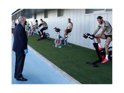 El Madrid trabaja con balón tras la visita de Florentino Pérez