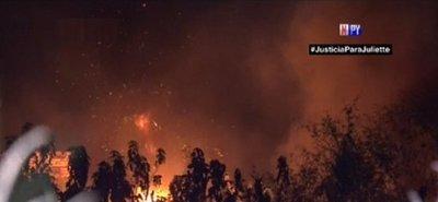 Fuego casi destruye casas y taller mecánico