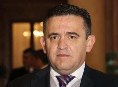 Senadores dan voto de censura a Eduardo Petta