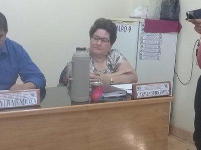 En represalia retienen sueldo de Carmen Fernández