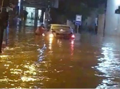 """Fernandinos casi se """"ahogan"""" a causa de separadores de carriles colocados por el MOPC"""