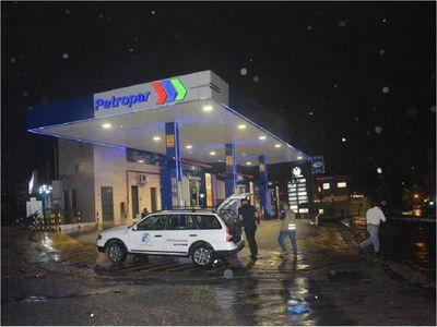 Delincuentes asaltan una estación de servicios en Fernando de la Mora