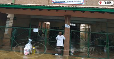 B° San Isidro: Entregan un Kit de víveres por familia para que alcance a toda la población estudiantil