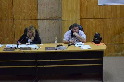 """Concejal justifica """"karaoke"""" y defiende a gobernador que violó la cuarentena"""