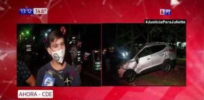 Scania impacta contra 6 vehículos y una casa