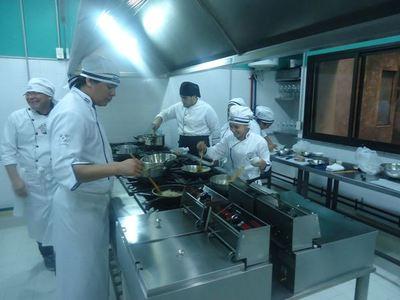 """""""Abrimos exponiéndonos a la multaza que nos puede venir o quebramos"""", afirman desde el sector gastronómico"""