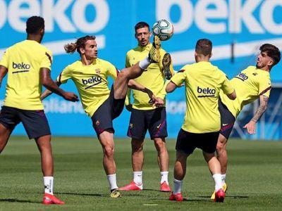Bartomeu visita el entrenamiento del Barcelona