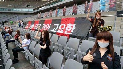 Equipo surcoreano es multado por la K League tras ser acusado de colocar muñecas sexuales en sus gradas