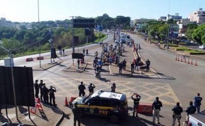 Brasileños amenazan con obligar al Paraguay a abrir las fronteras