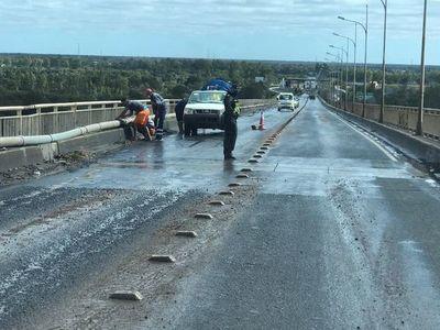 Caño roto generó inconvenientes en el puente Remanso