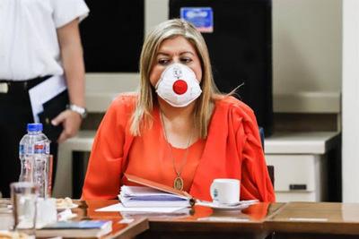 Diputados presentan pedido de juicio político contra Sandra Quiñónez