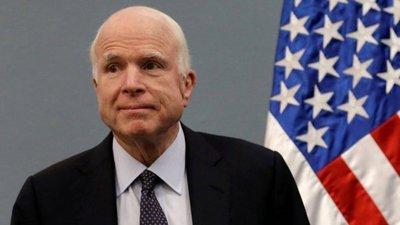 John McCain, ex prisionero de guerra y disidente político, muere a los 81 años