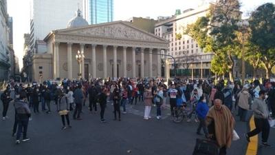 "HOY / En Argentina protestan contra la cuarentena al grito de ""¡Libertad!"""