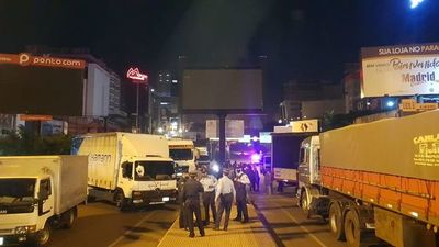 Camioneros vuelven a cerrar la zona primaria