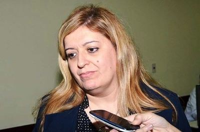 Diputados oficializan pedido de juicio político a Sandra Quiñónez