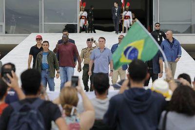 Folha de San Pablo y Grupo Globo dejan de cubrir conferencias informales de Bolsonaro