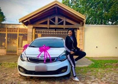 CHOCHA LA PECHOCHA Miss Bombonazo ligó autazo en cuarentena