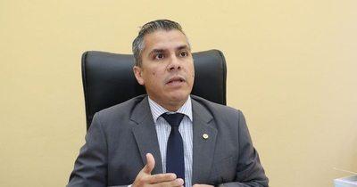 Mazzoleni debe irse, afirma González, apoderado de la ANR