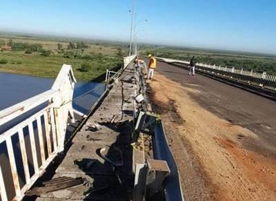 Considerables daños fueron causados al puente Nanawa por un camión de gran porte