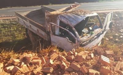 Choque entre camiones deja un herido en la Ruta PY 02