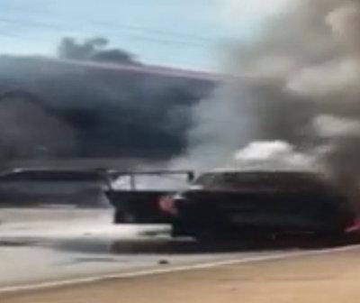 Automóvil ardió en llamas en plena calle