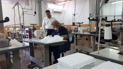 Instructores del SNPP continúan con la fabricación de tapabocas