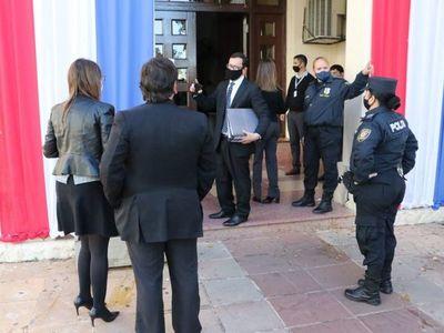 Compra de insumos: Fiscales llevan documentos del Ministerio de Salud y no descartan citar a Mazzoleni