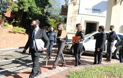 Fiscales incautaron documentos del Ministerio de Salud