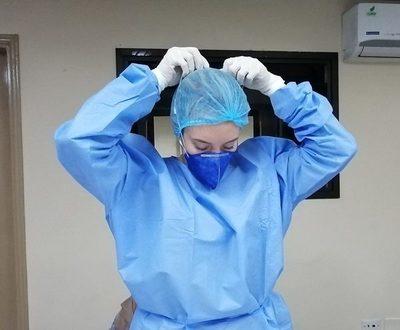 Entrenan a médicos voluntarios en el uso adecuado de equipos de protección individual