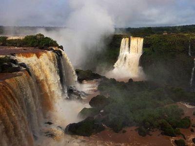 Cataratas del Yguazú recobran su caudal tras  cinco meses de sequía