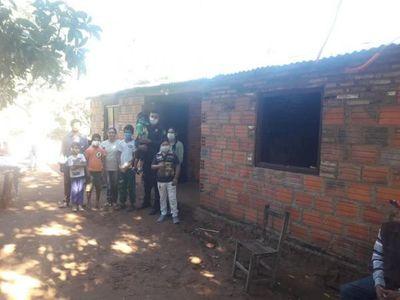 Policía construyó una casa para una humilde familia
