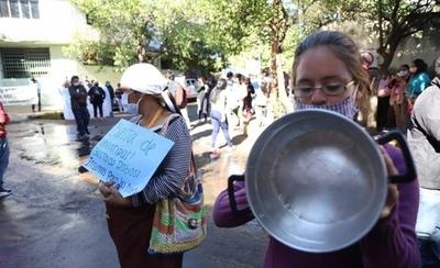 HOY / Cocineras de ollas populares protestan frente a la SEN y ministro trata de dar respuestas
